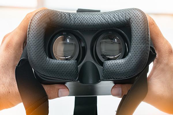 como-funcionam-os-oculos-de-realidade-virtual