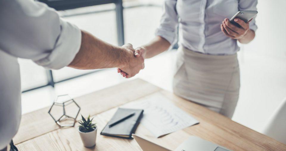 Relacionamento com fornecedores: aprenda como gerir e diminua os riscos da TI