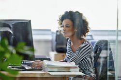 Virtualização de desktop: o que é e como implementar?